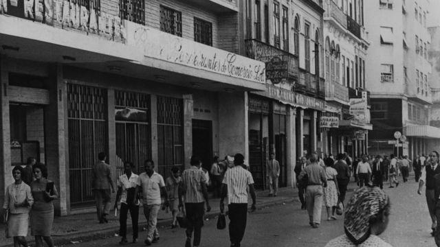 Foto em preto e branco da Livraria São José