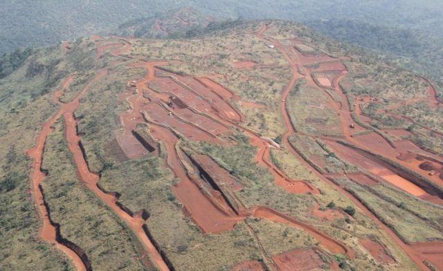 On pense que les mines de Simandou possèdent certains des gisements de minerai de fer inexploités les plus précieux au monde