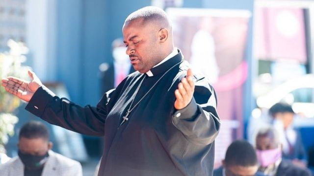 Un funcionario alberga las oraciones del difunto santo de Israel