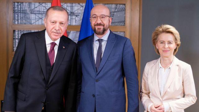 رجب طيب أردوغان مع رئيس مجلس الاتحاد الأوروبي تشارلز ميشيل ورئيسة المفوضية الأوروبية أورسولا فون دير لاين