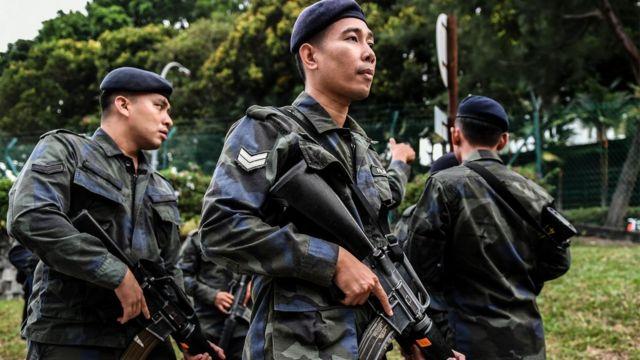 7月28日,马来西亚雪兰莪州首府莎阿南(Shah Alam)的高等法庭外聚集了大量警察。