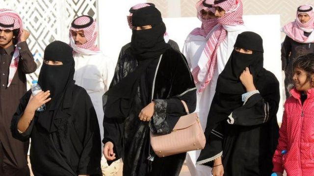 Mujeres saudíes con hiyab