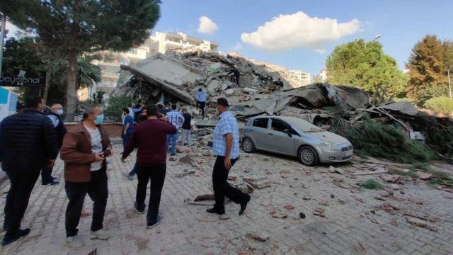 El terremoto dejó importantes daños materiales.