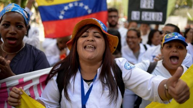 Protesto de trabalhadores da saúde, na Venezuela