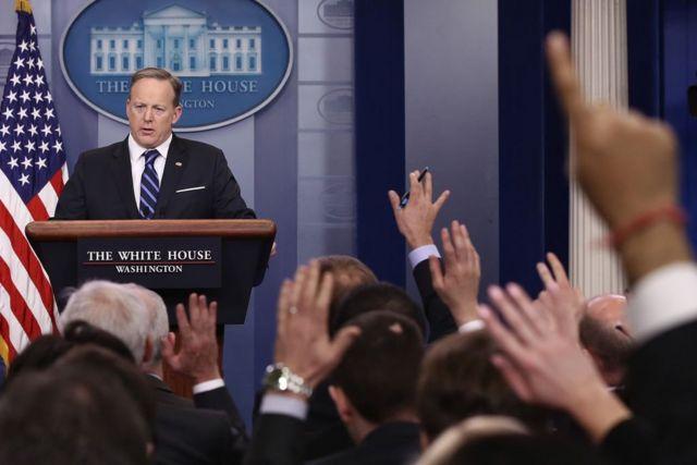 ฌอน สไปเซอร์, โฆษกทำเนียบขาว, ทำเนียบประธานาธิบดีสหรัฐฯ