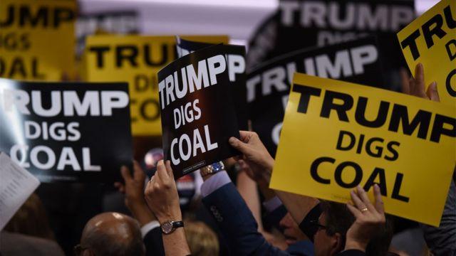 Плакаты в поддержку Трампа