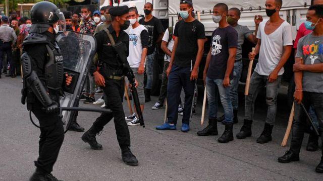 Policías en La Habana