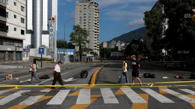 Algunos comercios en Caracas atendieron al paro convocado para este jueves por la oposición.