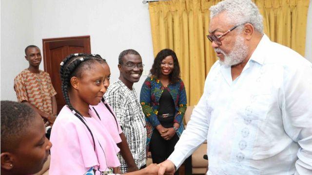 Accompagnées de leurs parents, Eunice et Benjamin Awui, de Mme Benedicta Lasi et du Dr Appeadu-Mensah, des chirurgiens pédiatriques qui avaient participé à cette opération historique il y a vingt ans, les deux jumelles ont été reçues vendredi par l'ancien chef de l'Etat.