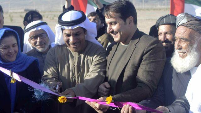 صورة لسفير الإمارات ووالي قندهار