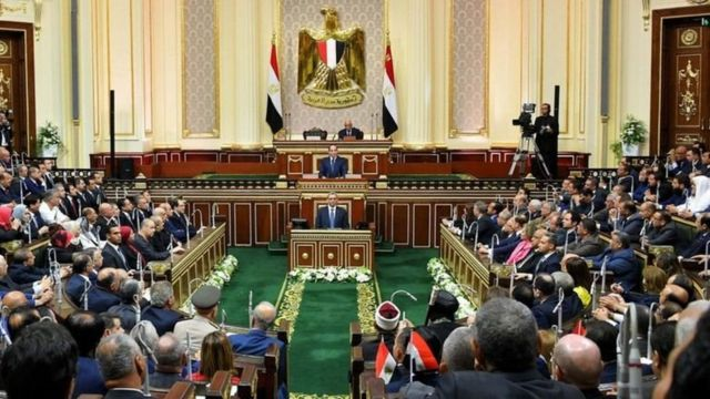 """انتخابات مجلس النواب المصري: أبرز ملامح السباق الذي قد تنقصه """"المشاركة"""" الجادة - BBC News عربي"""
