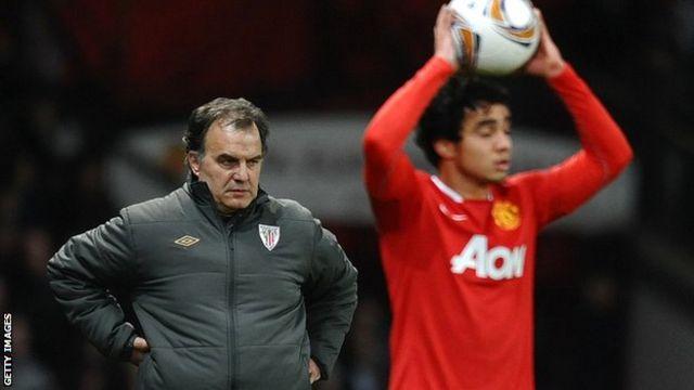 Marcelo Bielsa y el defensor del Manchester United, Rafael da Silva