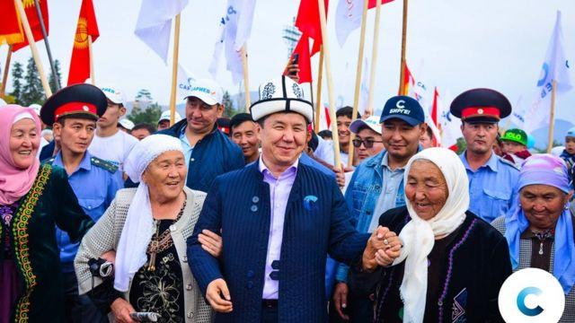 Темир Сариев шайлоочулары менен жолугушууда