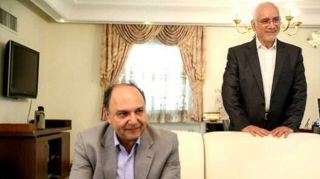 غلامرضا آقازاده (نفر ایستاده) و محمد سعیدی رئیس و معاون امور بین الملل سازمان انرژی اتمی در دولت های محمد خاتمی و محمود احمدی نژاد