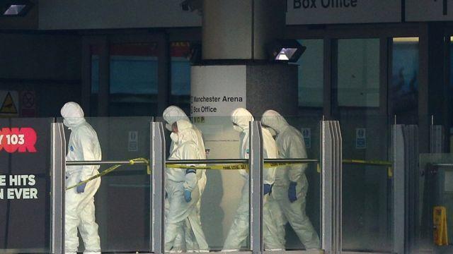 Técnicos analizan la escena del atentado