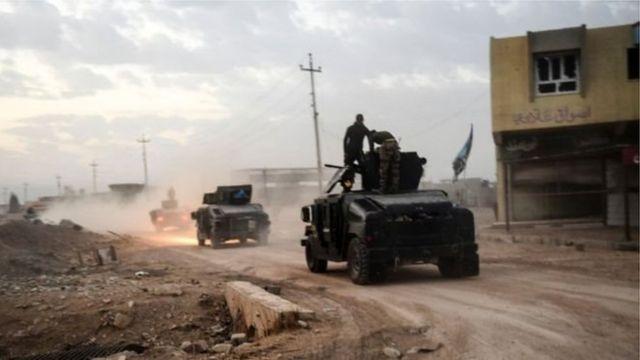 عربات مصفحة تتقدم نحو ضواحي الموصل