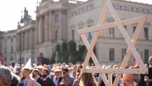 Manifestação contra o antissemitism em Berlim, após o ataque em Halle