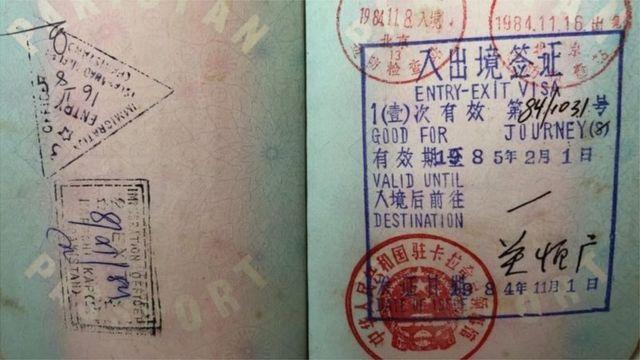 盖有中国红色签证的护照页