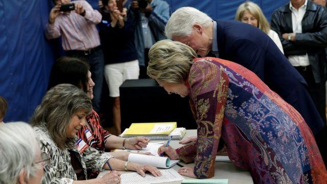 クリントン夫妻は州北部の自宅近くで投票した