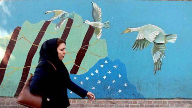 İranda ABŞ haqqında divar rəsmi