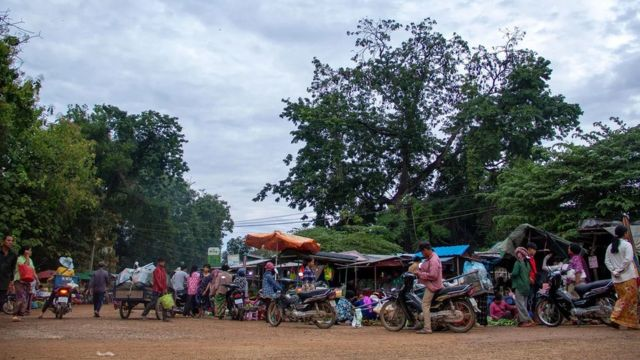Le marché du matin à Battambang, au Cambodge, où s'invitent aussi les chauves-souris frugivores