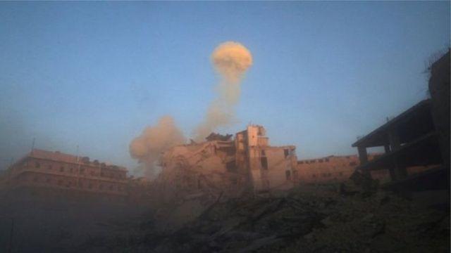 Dakarun gwamnatin Syria sun ci gaba da luguden wuta a wasu yankuna na Aleppo dake hannun 'yan tawaye