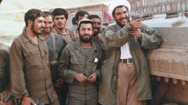 غلامرضا حسنی در انظار عمومی همیشه با سلاح ظاهر میشد