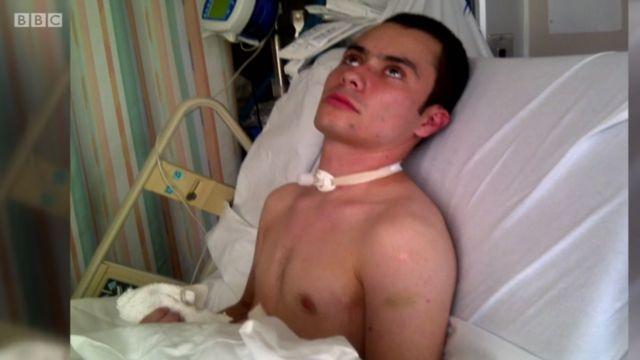 Juan Torres en una cama de hospital