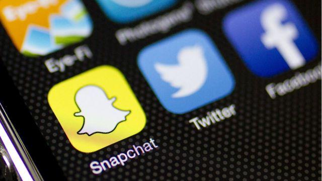 Logos de Snapchat, Twitter y Facebook.