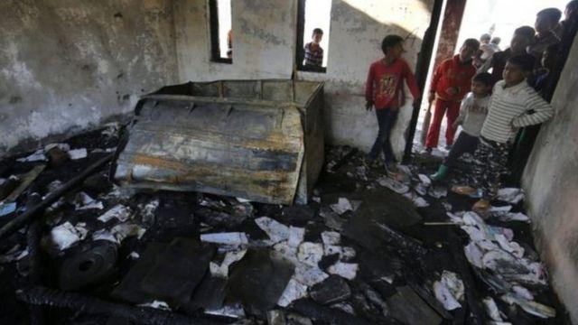 कश्मीर में जला हुआ स्कूल