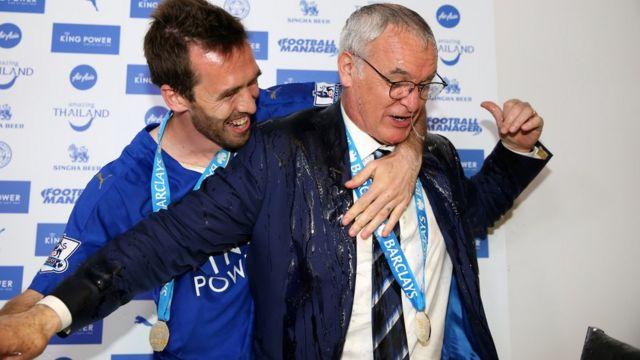 Ranieri con champán encima.