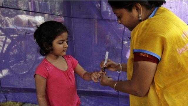 बच्चे का टीकाकरण