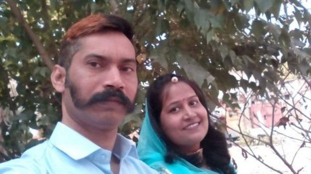 ரத்தன்லால் மனைவியுடன்
