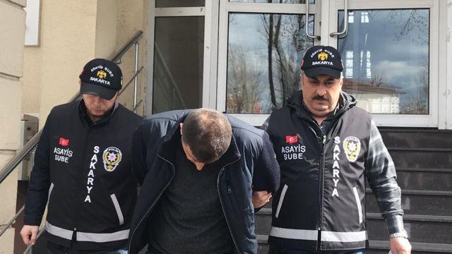 Sakarya Geyve Cumhuriyet Başsavcılığı'nın yürüttüğü soruşturma kapsamında, Çiftlik Bank'ın yönetim kurulu üyesi ve Taraklı'daki tesisten sorumlu olan Cemal Çolak (35), İstanbul'da gözaltına alınarak tutuklandı.