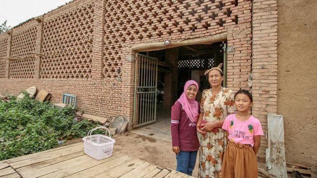 Bersama warga Uighur di Xinjiang.