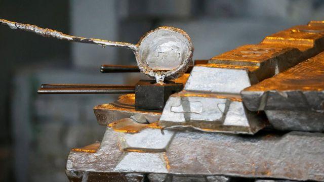 Muestra de aluminio fundido