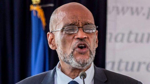 رئيس وزراء هايتي أرييل هنري فشل في إقالة المدعي العام بعد أن طلب التحقيق معه في علاقته بالمتهم الرئيس في اغتيال الرئيس