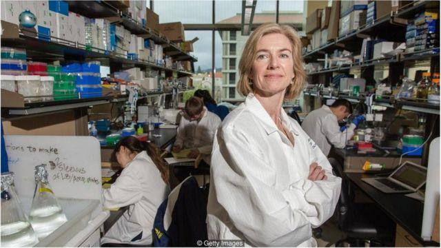 杜德纳(Jennifer Doudna)发明的基因编辑工具 CRISPR-Cas9彻底转变了基因编辑的效率和花费。