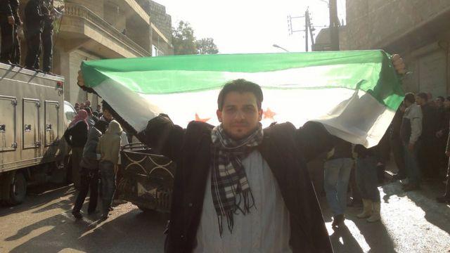 بترت ساق أحمد بعد إصابته بقنبلة أثناء مشاركته في مظاهرات في حلب