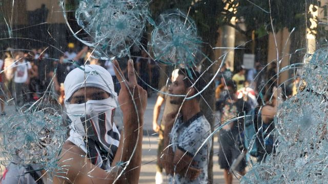 الاحتجاجات تواصلت في بيروت لليلة الثانية