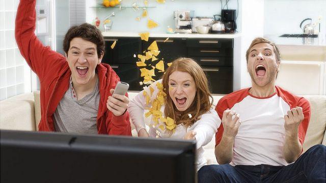 Fans emocionados con fútbol