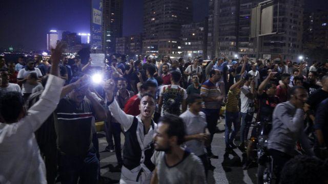 متظاهرون في وسط القاهرة.