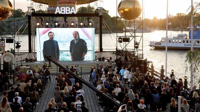 Fans de Abba reunidos en Estocolmo para oír el anuncio del jueves.