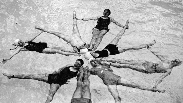 """""""Русалкалар"""" деп аталган команда 1937-жылы Лондондогу Уэмбли стадионунда оюн көрсөткөн."""