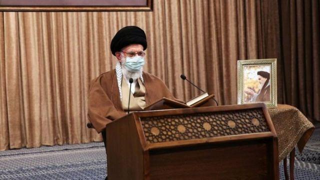 آیت الله خامنه ای مذاکره کنندگان دولت ایران را از تماس با مقام های آمریکایی منع کرده است