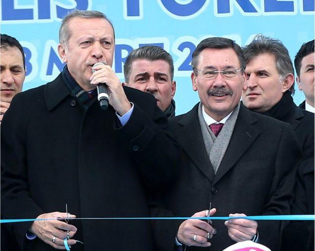Aralarında Ankara Büyükşehir Belediye Başkanı Melih Gökçek ve İstanbul Büyükşehir Belediye Başkanı Kadir Topbaş'ın da bulunduğu 6 AKP'li belediye başkanı 6 hafta içinde istifa etti