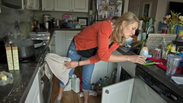Жінка на кухні