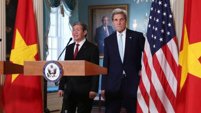 Họp báo Đinh Thế Huynh - John Kerry