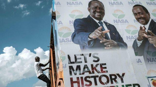 Boor muujinaya sawirada Raila Odinga iyo Kolonso Musyoka oo u tartamaya madaxweyne iyo madaxweyne ku xigeenka Kenya
