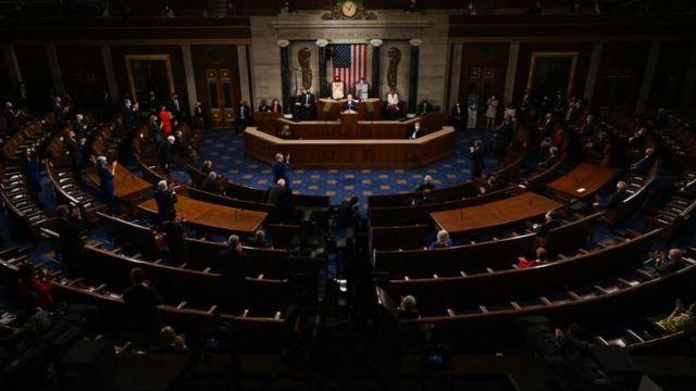 Biden discursa na tribuna do Senado